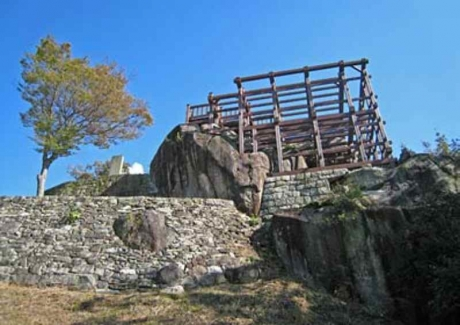 苗木城天守台柱建物