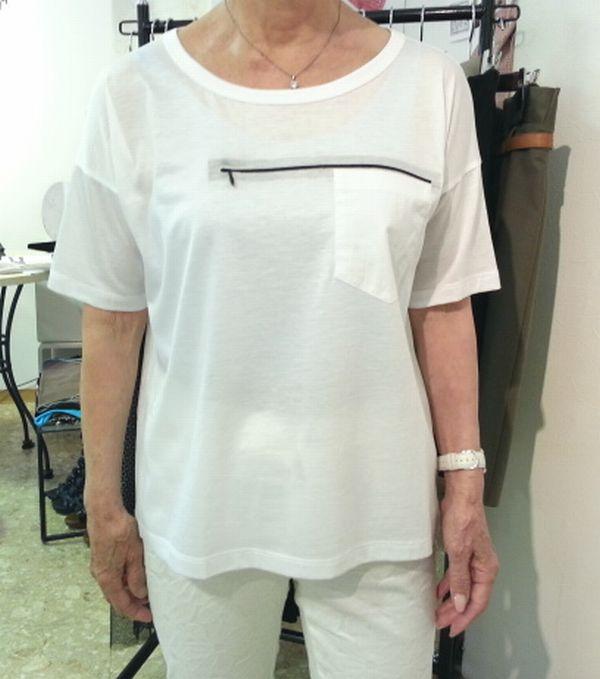 コップ白いTシャツ1