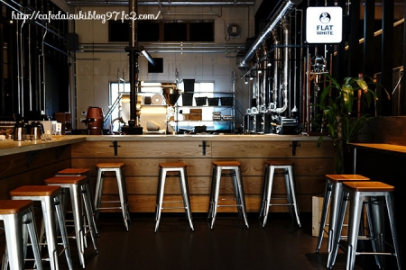 FLAT WHITE COFFEE FACTORY 三春◇店内