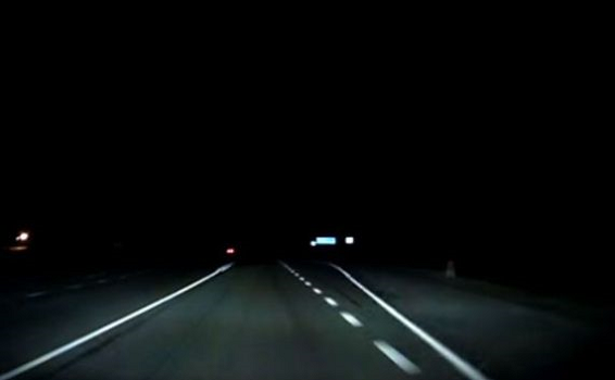 道路  暗闇