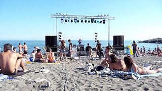 320px-Sturla_beach_-_music.jpg