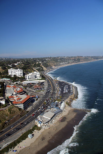 400px-Pacific_Coast_Highway_at_Gladstones_Malibu.jpg