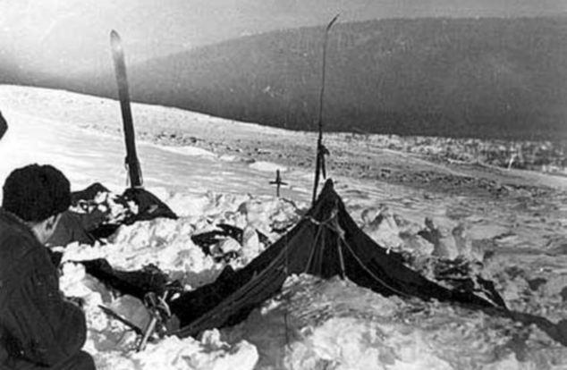 テントは2月26日、1959、内部から