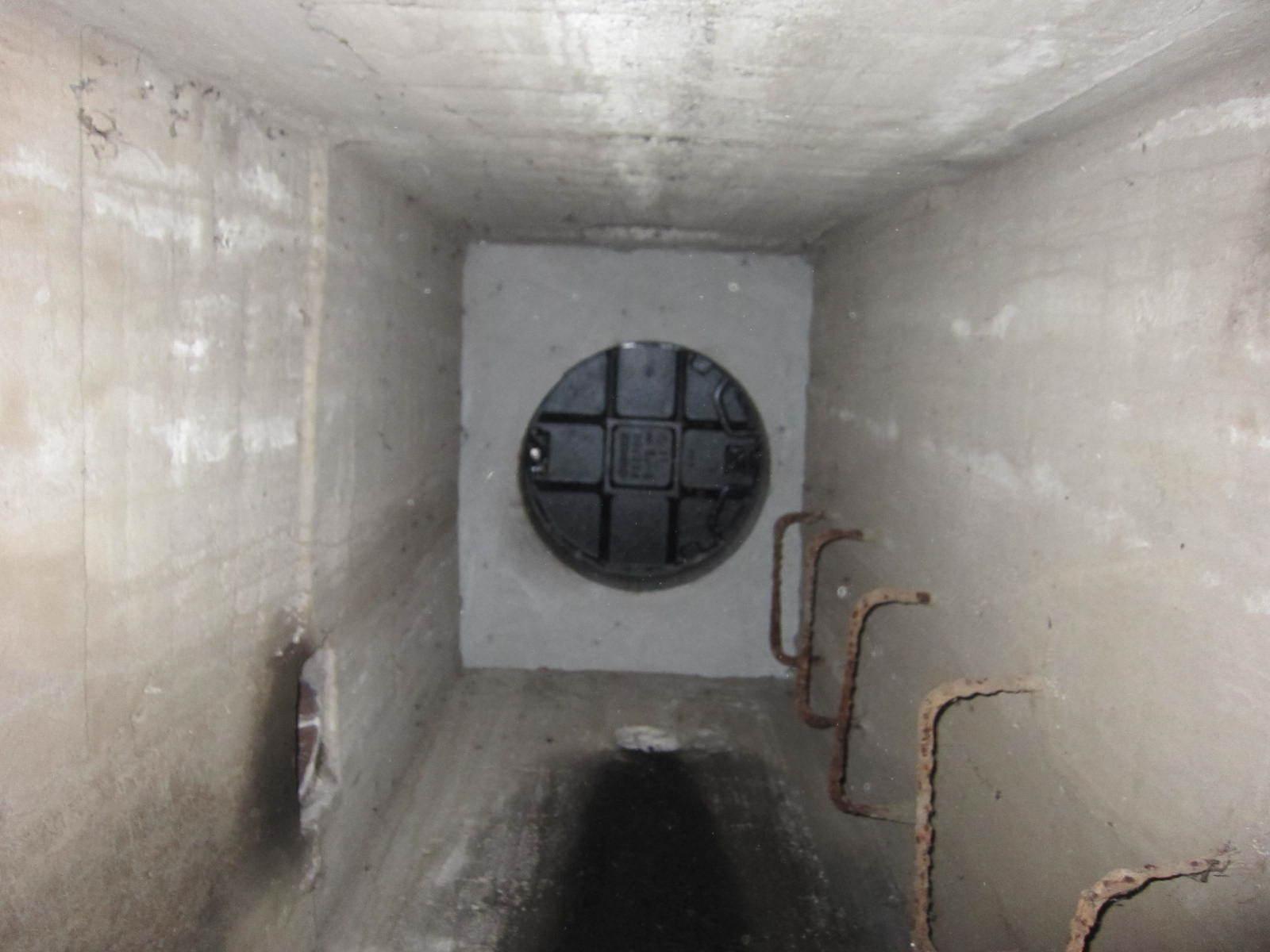 東工大本館の下にある秘密の地下通路 上にはマンホールがある