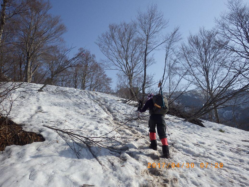 雪の尾根になった