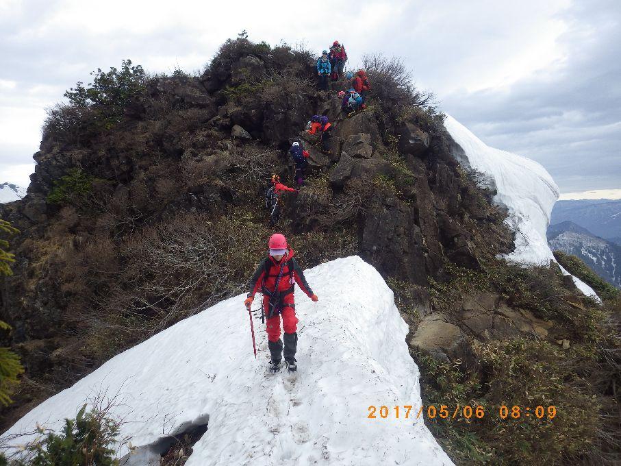 不安定な雪稜