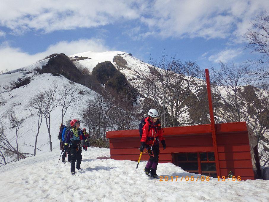 熊穴沢避難小屋