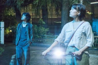 『映画 夜空はいつでも最高密度の青色だ』 新人の石橋静河は池松壮亮を相手にしても存在感があった。