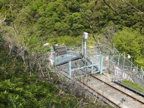 道志第三発電所・上水槽と除塵機
