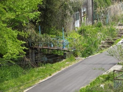 神奈川県内水面種苗生産施設・道保川のゲート