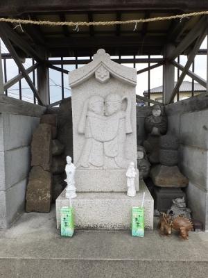 玉川新宿橋の双体道祖神