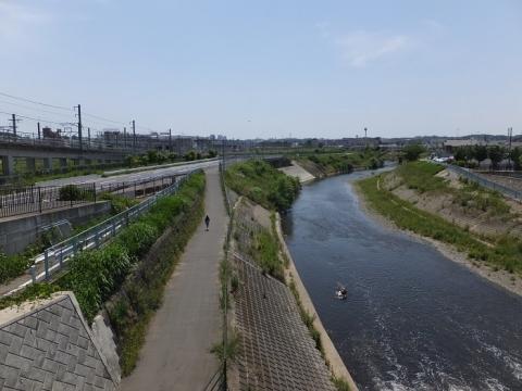 精進橋より鶴見川下流を望む