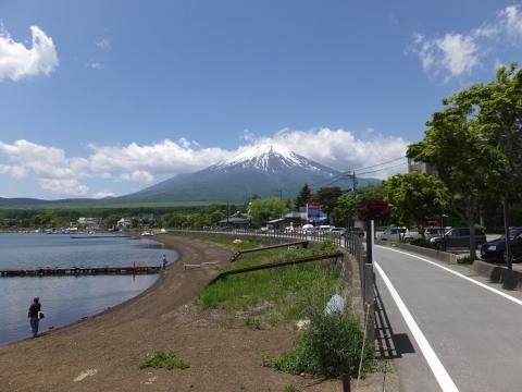 相模川源流の碑から富士山の眺め