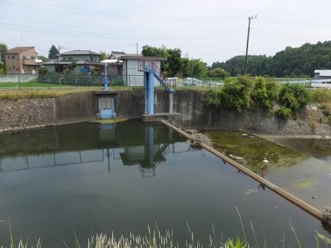 荻野川・鷺坂橋上流の取水堰