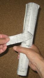 新聞紙のタケノコ 輪ゴムを使わない時の作り方1