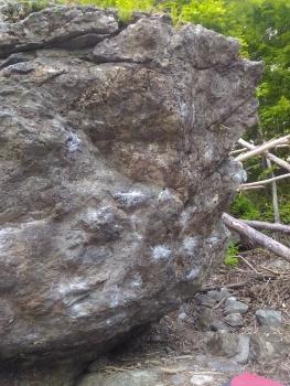 熊落としの岩