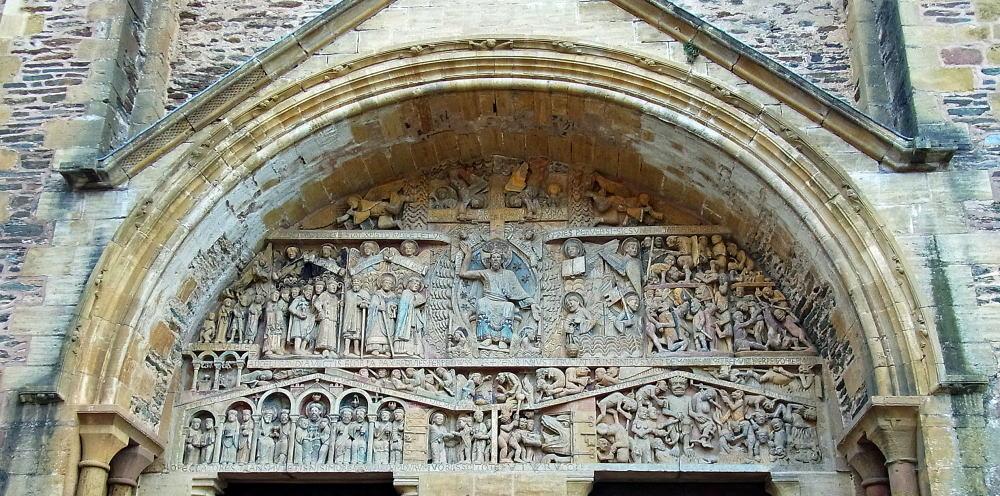 zz m「最後の審判」 左は天国、中央にキリスト、右に地獄の有様を彫刻