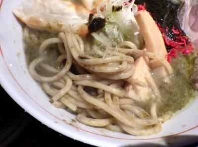 麺と心 7 海苔白湯ラー麺 ~味変わさび別添え~(麺のアップ)