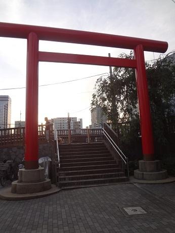 住吉小橋への石段と赤鳥居