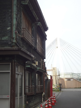 日本不動産と中央大橋