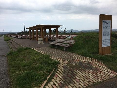 2長いベンチ