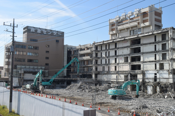 解体工事の始まった土浦協同病院旧病院(土浦市真鍋新町)