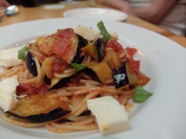 茄子とモツァレラのトマトソーススパゲティ