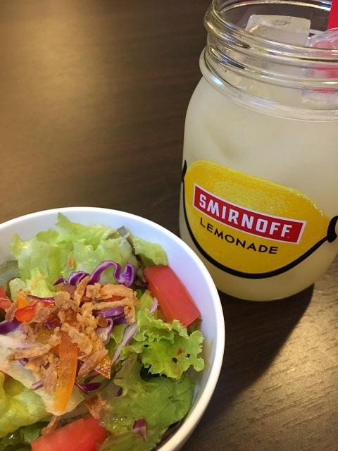 ゴールデントレイル ダイナー カフェ サラダ