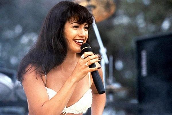 Selena-1.jpg