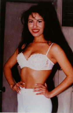 Selena-selena-quintanilla-perez-28911801-250-387.jpg