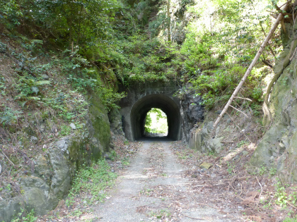 兎之山隧道05