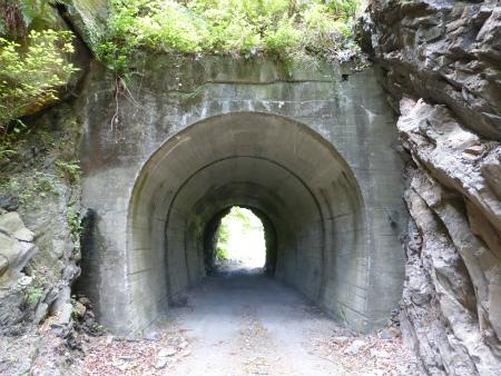 兎之山隧道07