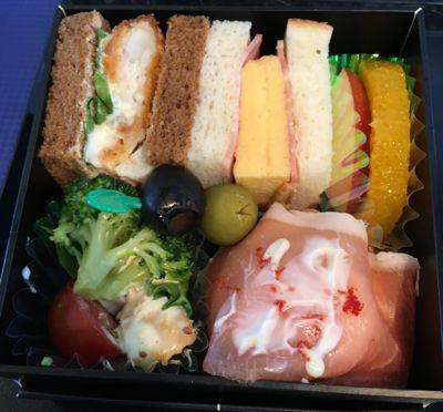 ANA745便 プレミアムクラスの朝食 メインのボックス