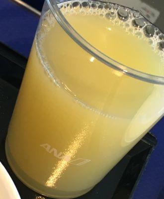 ANA745便 プレミアムクラスの朝食 ジュース