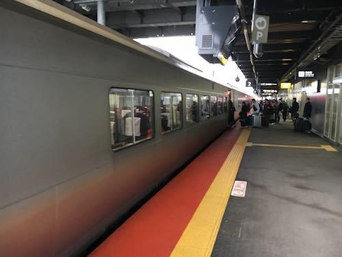 スーパー北斗11号で新函館北斗駅に到着しました