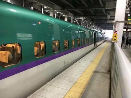 新函館北斗駅 北海道新幹線が出発待ちです