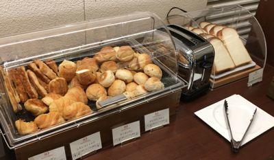 朝食ブッフェ パンコーナー