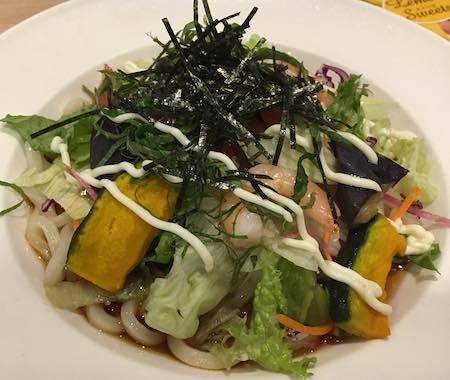 ガスト 海老と10種の野菜のサラダうどん