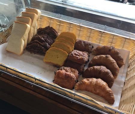 ザ・ダイニング万彩 朝食ブッフェ 美味しそうなパン