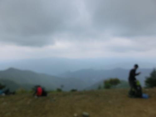 山頂ブレッブレ