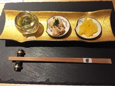 170310トリュフ蕎麦 わたなべ酒あて三種800円は10種類程度から選べ、つぶ貝のめかぶ和え、鯛の子、イカと数の子をチョイス
