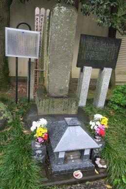 170501-130浅間山噴火犠牲者供養碑