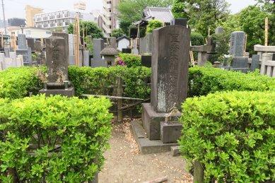 艮斎安積(儒学者)の墓