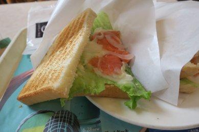 サーモンのクリーミーレモンソース・トーストサンド