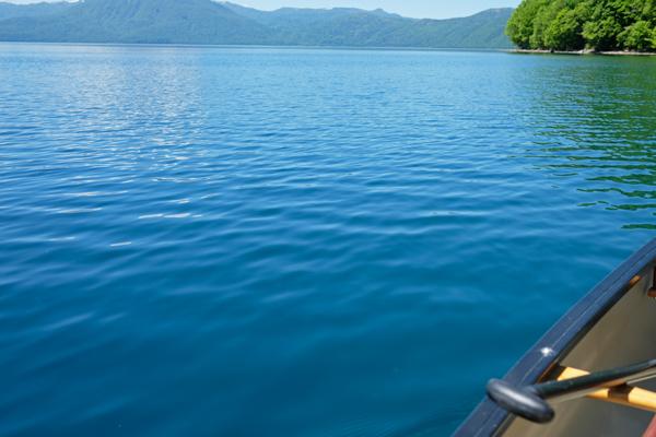 新緑の支笏湖の蒼さ05