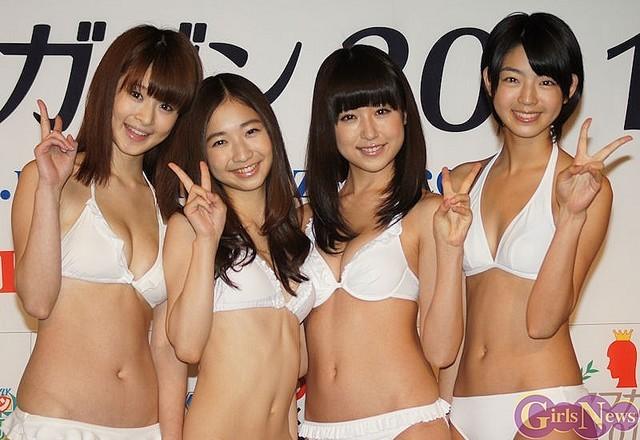 ミスマガジン2011、左から朝倉由舞・綾乃美花・衛藤美彩・秋月三佳