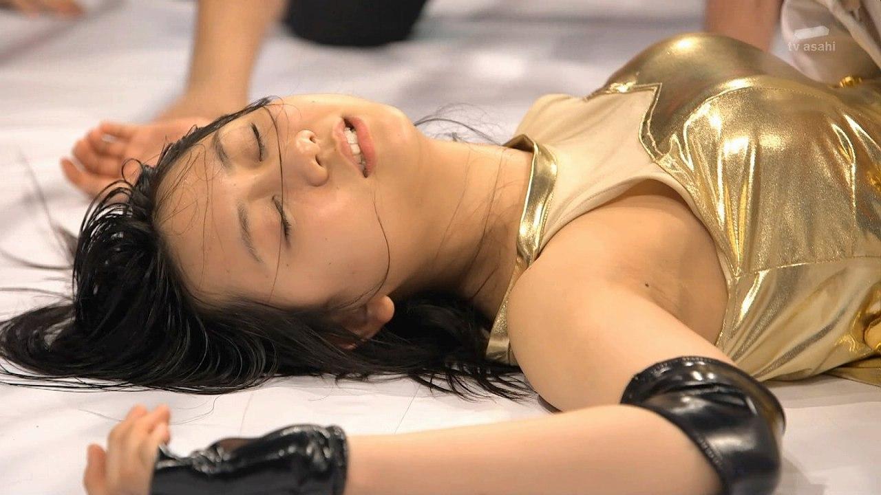 ドラマ「豆腐プロレス」でリングに横たわる古畑奈和