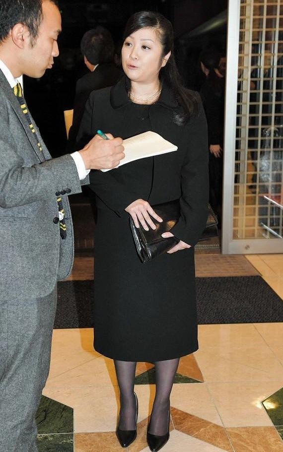 ストリップ劇場「浅草ロック座」名誉会長の通夜に参列した喪服の小向美奈子