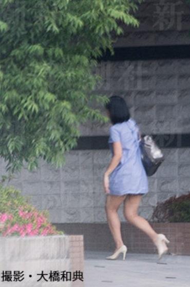 バスケ田臥勇太のマンションに入る竹内由恵(お尻が見せそうなミニワンピースの私服を着た竹内由恵)