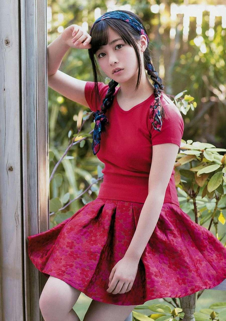 「ヤングマガジン 2017 No.13」ニットを着た橋本環奈の着衣巨乳グラビア